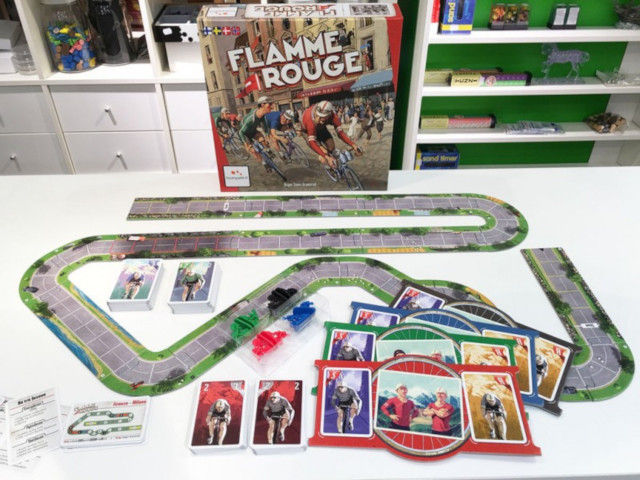 Picture of Flamme Rouge with its charming art and its jigsaw piece road assembled